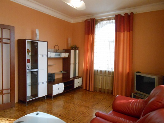 3-комнатная квартира посуточно в Киеве. Печерский район, ул. Крещатик , 17. Фото 1