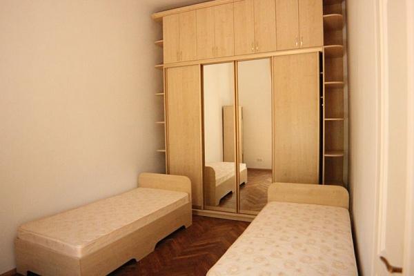 2-комнатная квартира посуточно в Львове. Лычаковский район, ул. Й. Слепого, 6. Фото 1