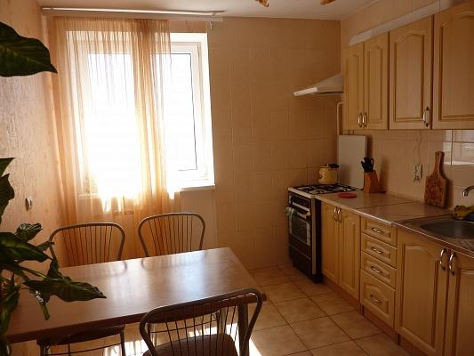 2-комнатная квартира посуточно в Евпатории. ул. Демышева, 108. Фото 1