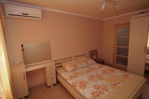 2-комнатная квартира посуточно в Бердянске. Первомайская, 3/35. Фото 1