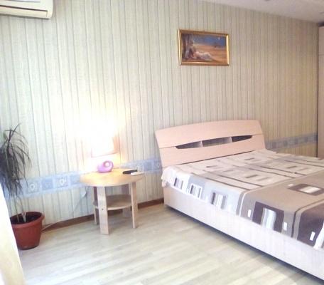 1-комнатная квартира посуточно в Запорожье. Орджоникидзевский район, пр-т Соборный (Ленина), 129. Фото 1