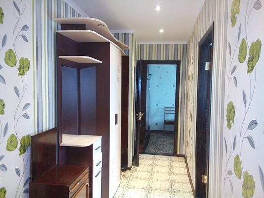 2-комнатная квартира посуточно в Бердянске. ул. Баха, 42. Фото 1