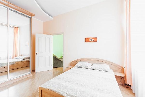 2-комнатная квартира посуточно в Одессе. ул. Троицкая, 41. Фото 1