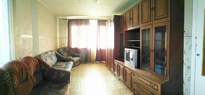 1-комнатная квартира посуточно в Ильичёвске. ул. Александрийская, 4-а. Фото 1