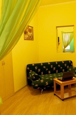 1-комнатная квартира посуточно в Одессе. Приморский район, пер. Маяковского, 6. Фото 1