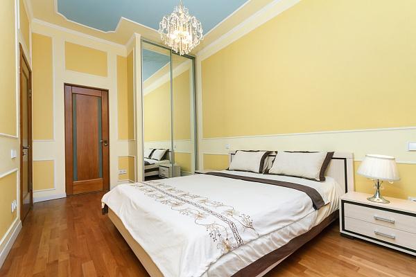 2-комнатная квартира посуточно в Киеве. Печерский район, ул. Крещатик, 25. Фото 1