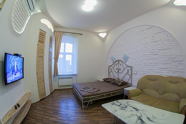 1-комнатная квартира посуточно в Львове. Галицкий район, ул. Гнатюка, 15. Фото 1
