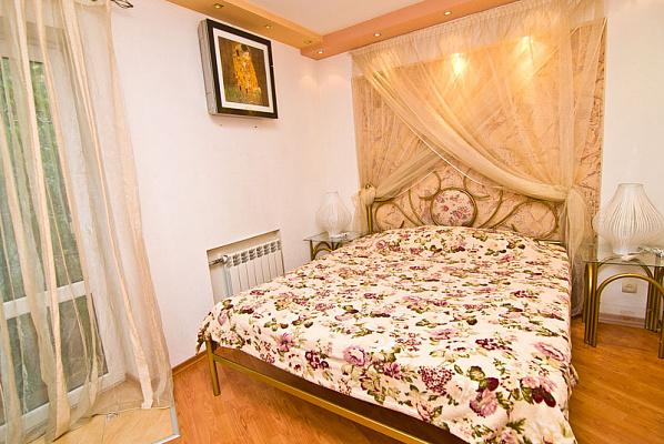 2-комнатная квартира посуточно в Феодосии. ул. Федько, 20. Фото 1