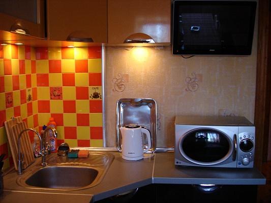 2-комнатная квартира посуточно в Бердянске. ул. Дюмина, 69/22. Фото 1