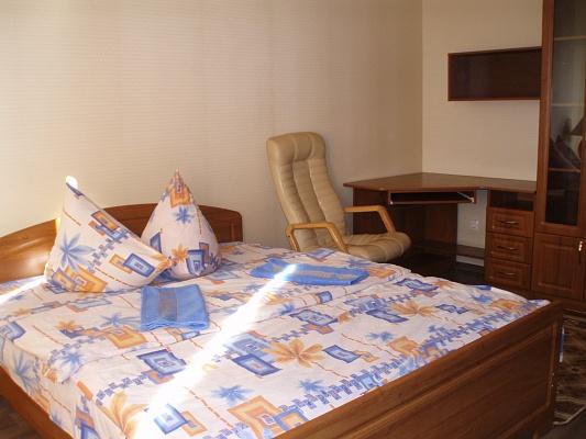 1-комнатная квартира посуточно в Луцке. ул. Кравчука, 42а. Фото 1