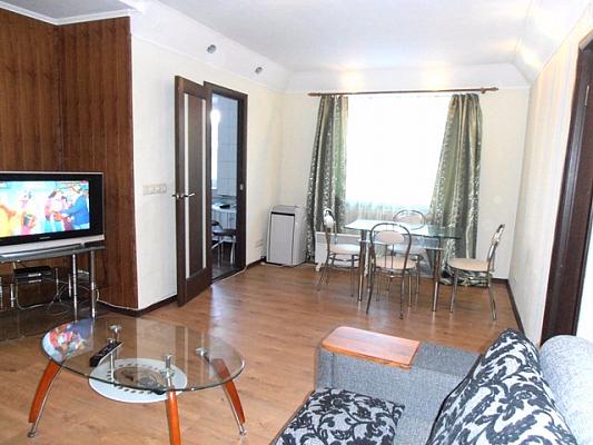 2-комнатная квартира посуточно в Харькове. Дзержинский район, ул. Сумская, 73. Фото 1
