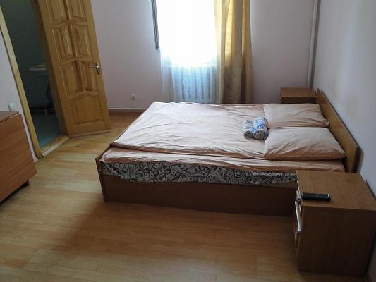1-комнатная квартира посуточно в Тернополе. ул. Довженко, 15. Фото 1