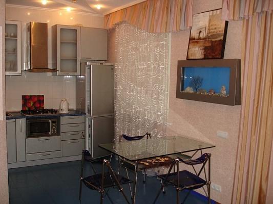 3-комнатная квартира посуточно в Днепропетровске. Бабушкинский район, ул. В.Липинского (Ширшова), 9. Фото 1