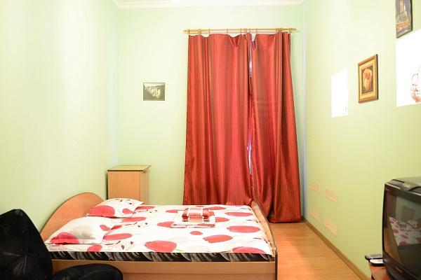 1-комнатная квартира посуточно в Киеве. Голосеевский район, ул. Горького, 38-А. Фото 1