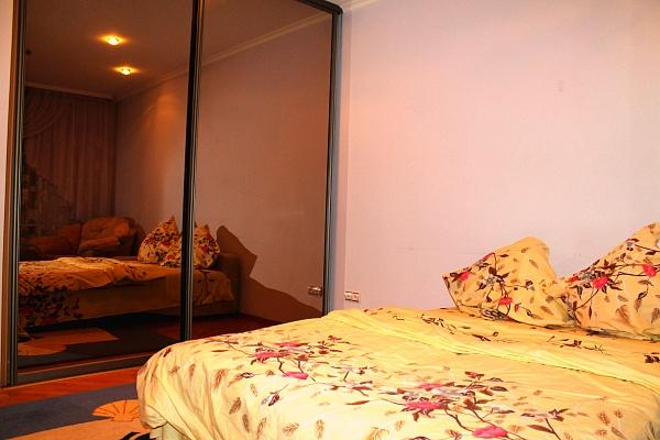 1-комнатная квартира посуточно в Луцке. ул. Строителей , 11. Фото 1
