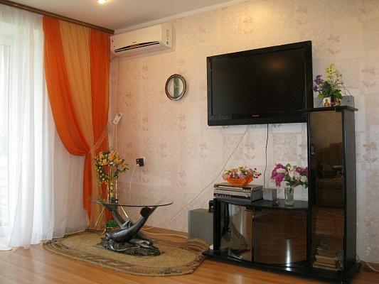 1-комнатная квартира посуточно в Ильичёвске. ул. Парковая, 20. Фото 1