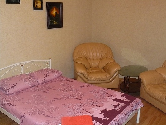 1-комнатная квартира посуточно в Донецке. Ворошиловский район, ул. Университетская, 35. Фото 1