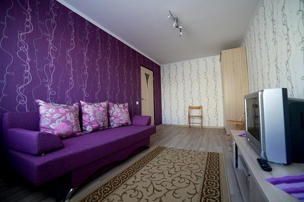 2-комнатная квартира посуточно в Ровно. ул. Черновола, 18. Фото 1