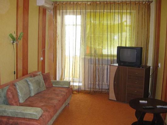 1-комнатная квартира посуточно в Днепропетровске. Октябрьский район, ул. Дзержинского, 29. Фото 1