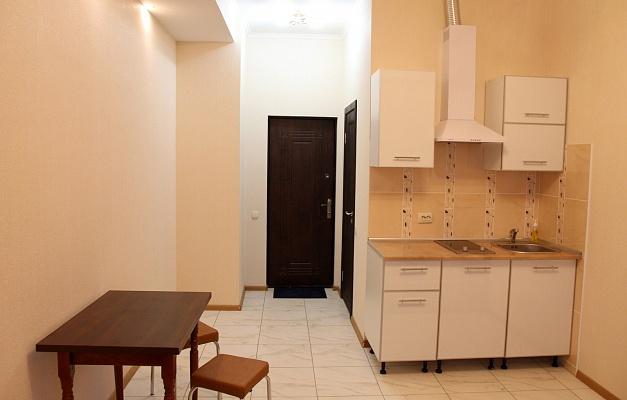 1-комнатная квартира посуточно в Харькове. Октябрьский район, ул. Дмитриевская, 28. Фото 1