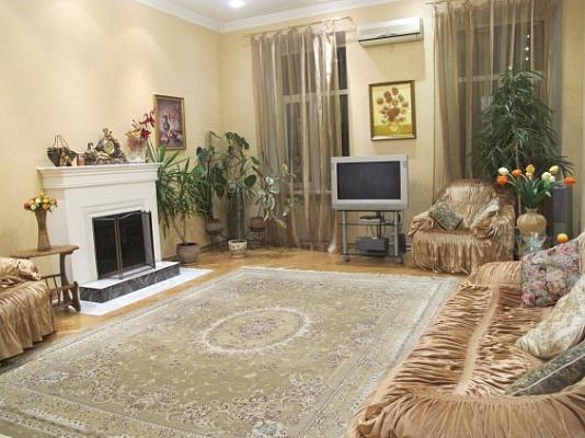 3-комнатная квартира посуточно в Одессе. Приморский район, ул. Пастера, 28. Фото 1