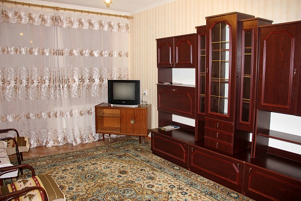 2-комнатная квартира посуточно в Днепропетровске. Ленинский район, Парусный пер., 8. Фото 1
