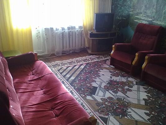 2-комнатная квартира посуточно в Бердянске. ул. Мазина, 58. Фото 1