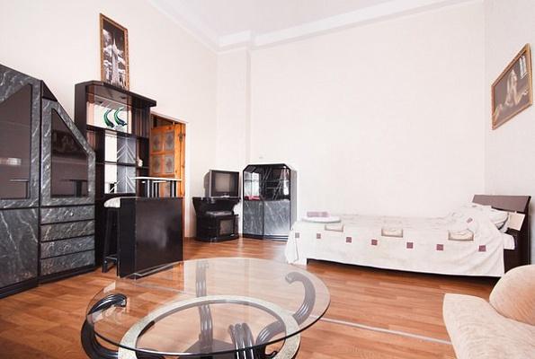 1-комнатная квартира посуточно в Одессе. Приморский район, ул. Ришельевская, 21. Фото 1