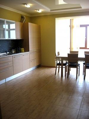 3-комнатная квартира посуточно в Севастополе. Гагаринский район, ул. Дмитрия Ульянова, 57. Фото 1