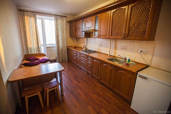 1-комнатная квартира посуточно в Ивано-Франковске. ул. Угорницкая, 10а. Фото 1