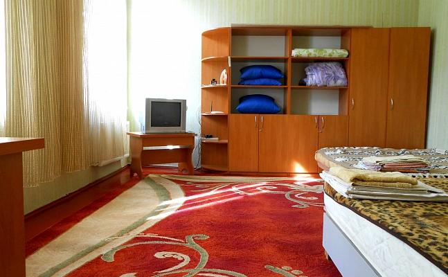 1-комнатная квартира посуточно в Ровно. ул. Драгоманова, 1. Фото 1