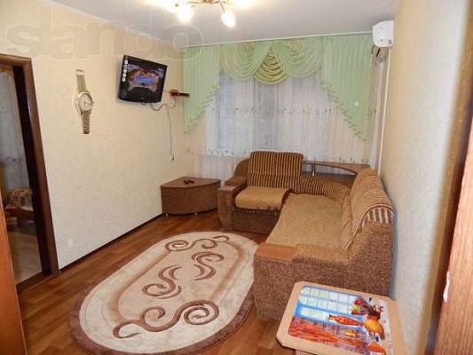 3-комнатная квартира посуточно в Новой Каховке. ул. Соборная (Щорса), 17. Фото 1