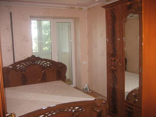 2-комнатная квартира посуточно в Бердянске. ул. Энгельса, 70. Фото 1