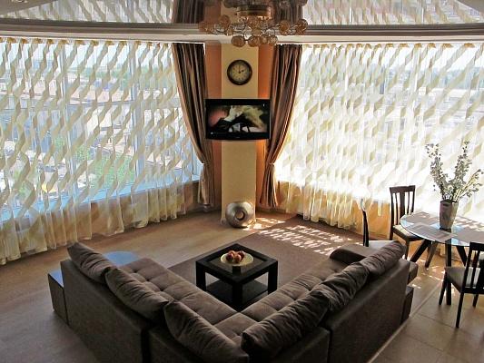 2-комнатная квартира посуточно в Одессе. Приморский район, ул. Пантелеймоновская, 112. Фото 1