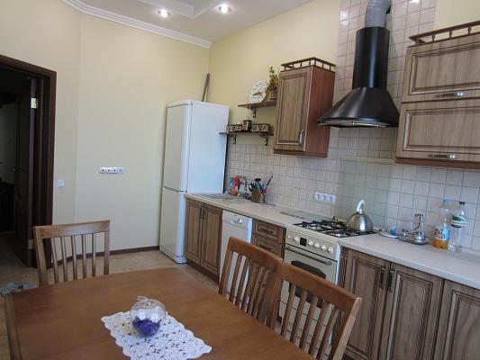 2-комнатная квартира посуточно в Ровно. ул. Струтинской, 2в. Фото 1