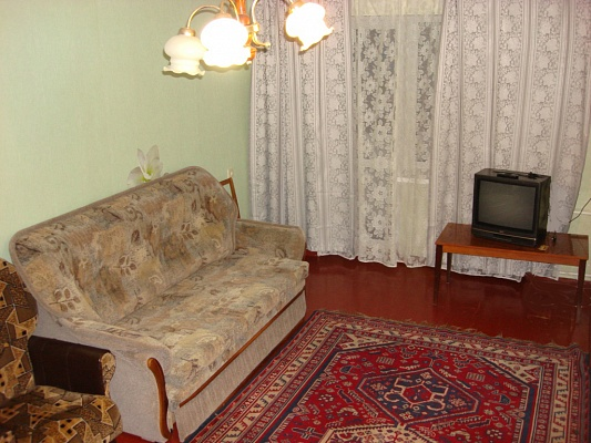 2-комнатная квартира посуточно в Кременчуге. ул. Красина, 4/2. Фото 1