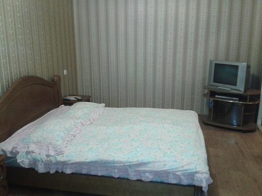 1-комнатная квартира посуточно в Кременчуге. ул. Пролетарская, 34. Фото 1