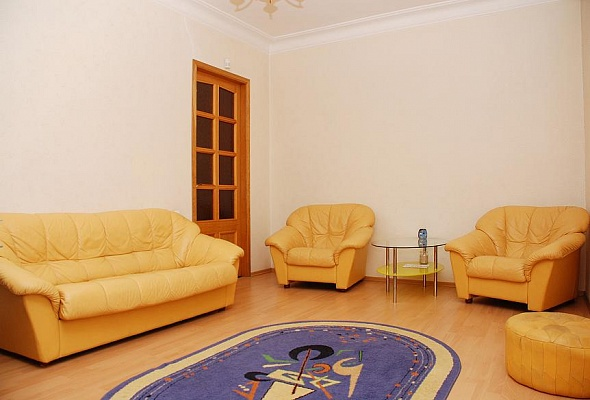 2-комнатная квартира посуточно в Киеве. ул. Б. Хмельницкого. Фото 1