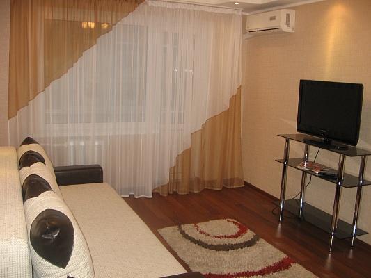 2-комнатная квартира посуточно в Киеве. Святошинский район, ул. Саратовская, 55. Фото 1
