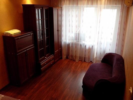 1-комнатная квартира посуточно в Днепропетровске. Кировский район, ул. Набережная Ленина, 11а . Фото 1