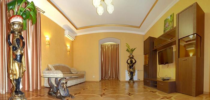 2-комнатная квартира посуточно в Севастополе. Ленинский район, ул. Генерала Петрова, 6. Фото 1