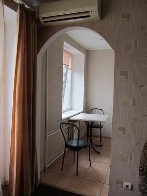 2-комнатная квартира посуточно в Киеве. Голосеевский район, ул. Жилянская, 30/32. Фото 1