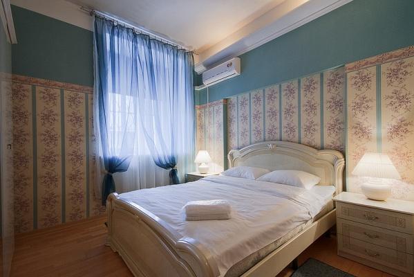 4-комнатная квартира посуточно в Львове. Галицкий район, пл. Рынок, 5. Фото 1