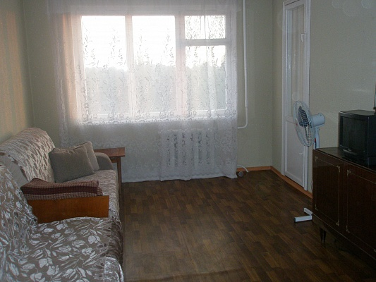 2-комнатная квартира посуточно в Херсоне. Суворовский район, ул. Кулика, 29. Фото 1