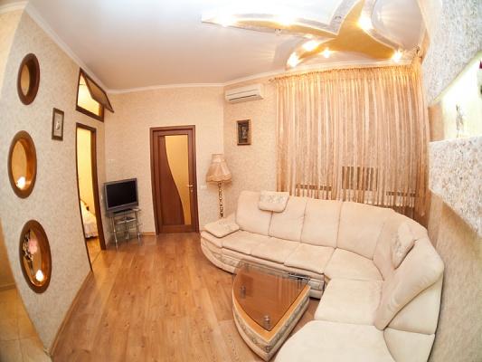 1-комнатная квартира посуточно в Одессе. Приморский район, ул.Среднефонтанская, 19 б. Фото 1