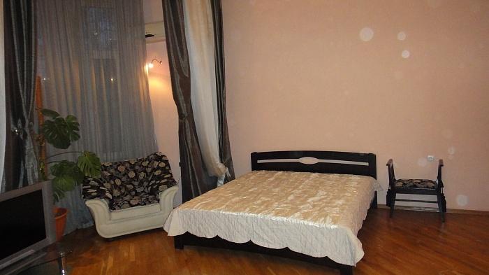 1-комнатная квартира посуточно в Одессе. Приморский район, ул. Льва Толстого, 28. Фото 1