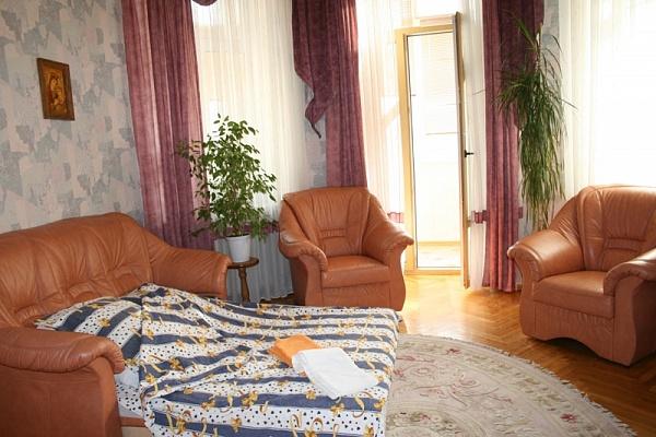 1-комнатная квартира посуточно в Киеве. Шевченковский район, ул. Артема, 14а. Фото 1