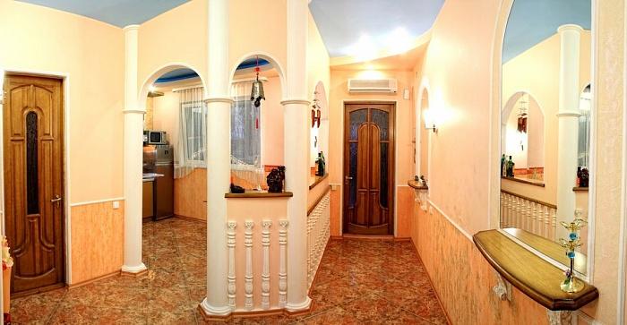 2-комнатная квартира посуточно в Севастополе. Ленинский район, ул. Новороссийская, 18. Фото 1