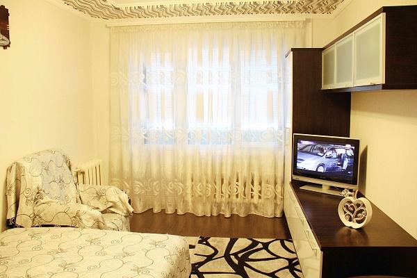 1-комнатная квартира посуточно в Ровно. ул. Видинская, 35а. Фото 1