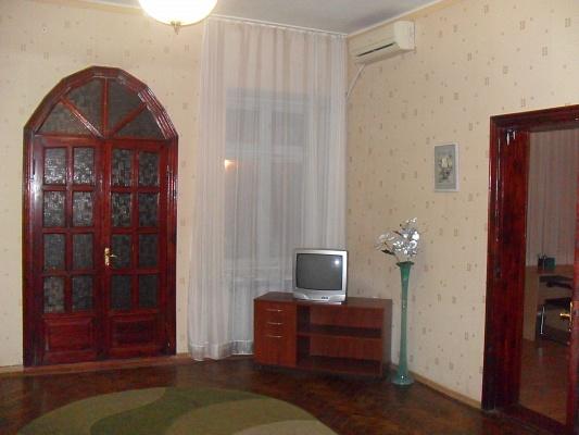 2-комнатная квартира посуточно в Одессе. Приморский район, ул. Коблевская, 46. Фото 1